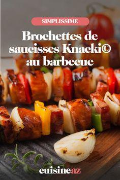 Sur ces brochettes de saucisses Knacki© cuites au barbecue, il y a aussi du poivron, des tomates et de l'oignon. #recette#cuisine#brochette#saucisses #barbecue Barbecue, C'est Bon, Sauce, Baked Potato, Meat, Baking, Ethnic Recipes, Food, Sausage Kabobs