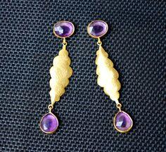 Goldene Amethyst Edelstein Ohrringe Statement Cocktail opulent lang violett € 32,90 Cocktail, Drop Earrings, Etsy, Vintage, Jewelry, Fashion, Gold Stud Earrings, Rhinestones, Schmuck
