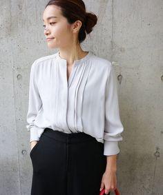 シャツ・ブラウス Office Fashion, Business Fashion, Minimal Fashion, Blouse Styles, White Tops, Shirt Blouses, Textiles, Womens Fashion, Casual