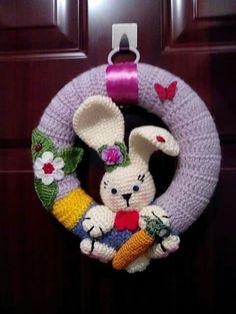Bunny Crochet, Easter Crochet Patterns, Crochet Home, Crochet Gifts, Easter Projects, Easter Crafts, Crochet Wreath, Crochet Wall Hangings, Holiday Crochet