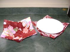 Fabric Bowl for hot bowls of porridge or soup.