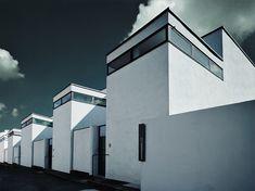 Weissenhof Siedlung photo by Werner Pawlok, Elle, Weissenhof Siedlung, Museum Le Corbusier, neues Bauen, Ludwig Mies van der Rohe, Gropius, internationale Avantgarde, Bauhausklassiker