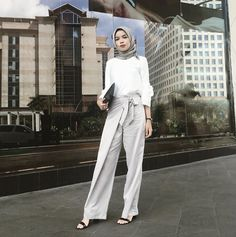 Discover recipes, home ideas, style inspiration and other ideas to try. Casual Sporty Outfits, Stylish Work Outfits, Casual Hijab Outfit, Hijab Chic, Classy Outfits, Modern Hijab Fashion, Hijab Fashion Inspiration, Muslim Fashion, Niqab
