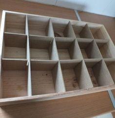 boite a ceinture pour tiroir créé avec les plaque de bois compacté qui sépare les palettes de pack d'eau dans les supermarché