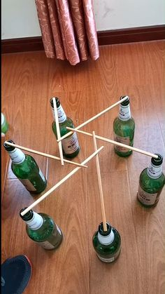 In this experiment, all you need are sticks and bottles. This experiment ends up seeming to defy gravity and the laws of physics. Science Experiments Kids, Science For Kids, Science Projects, Activities For Kids, Science Tricks, Science Crafts, Science Jokes, Easy Science, Preschool Science