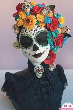 Disfarces Halloween, Halloween Torte, Halloween Makeup, Halloween Costumes, Vintage Halloween, Day Of The Dead Mask, Day Of The Dead Party, Day Of Dead, Sugar Skull Makeup