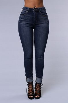 - High Waisted - 5 Pocket Design - Skinny Leg - Great Stretch - Copper Stitching - 58% Cotton 27% Viscose 14% Polyester 1% Spandex