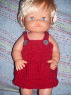 El mundo de los nenucos: Un bonito vestido para Nenuco Knitting Dolls Clothes, Knitted Dolls, Bitty Baby Clothes, Preemie Babies, Crochet Snowflakes, Baby Born, Cute Dolls, Doll Patterns, Diy Clothes