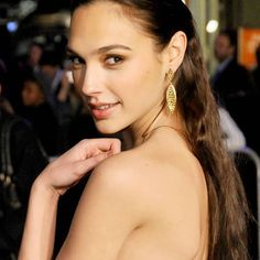 ✦ Young Beauty ✨ . #GalGadot #IsraeliActress #DianaPrince #Actress #BatmanVSuperman #Actor #WonderWoman #Gal #Gadot #JusticeLeague