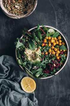 Hearty detox salad with kale and roasted chickpeas - Detox Recipes Breakfast Ideas Detox Recipes, Gourmet Recipes, Vegan Recipes, Salad Recipes, Detox Salad, Healthy Eating, Healthy Lunches, Bag Lunches, Clean Lunches