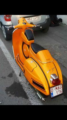 Vespa Vespa Bike, Vespa Scooters, Vespa Px 150, Vintage Bikes, Vintage Vespa, Vespa Sprint, Classic Vespa, Motor Scooters, Bike Art