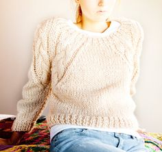 TEjidos - Knitted - Chunky Sweater, (Irish aran knit preferred), blue jeans and white t. Still love it even if no one else wears this anymore. Wooly Jumper, Hand Knitted Sweaters, Pink Sweater, Hand Knitting, Knitting Patterns, Mode Inspiration, Crochet Yarn, Knitwear, My Style