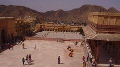 Conheça um dos monumentos mais visitados da Índia. Saiba mais sobre o Forte Amber, localizado perto de Jaipur, terra dos marajás...