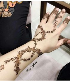 Simple Henna Flower Designs, Arabic Henna Designs, Mehndi Designs 2018, Mehndi Design Photos, Mehndi Designs For Fingers, Flower Henna, Henna Designs Easy, Mehndi Designs For Hands, Traditional Hand Tattoo