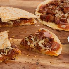 Meatlovers Pizzadilla – Apocalypse Now And Then Fish Recipes, Gourmet Recipes, Mexican Food Recipes, Snack Recipes, Dinner Recipes, Cooking Recipes, Snacks, Quesadillas, Smoothies