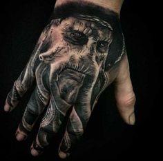 Hand Tattoo Designs für Männer - Tattoos For Men - Tattoo Hand Tattoos For Guys, Great Tattoos, Sexy Tattoos, Body Art Tattoos, Amazing Tattoos, Ink Tattoos, Pirate Tattoo Sleeve, Pirate Skull Tattoos, Sleeve Tattoos