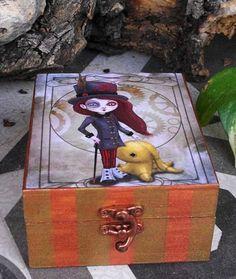 Caja estilo steampunk. Pintada y decorada a mano. por Villaoscura