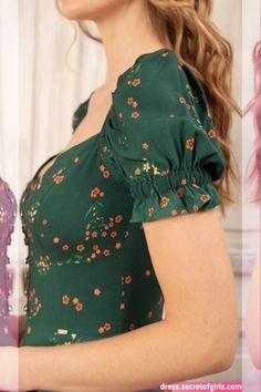 Vestido longo pôr do sol verde antix in 2020 sleeves designs for dresses. Kurti Sleeves Design, Kurta Neck Design, Sleeves Designs For Dresses, Dress Neck Designs, Sleeve Designs, Stylish Dresses, Simple Dresses, Cute Dresses, Fashion Dresses