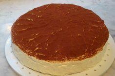 Das perfekte Ricotta-Quark Käsekuchen mit Schattenmorellen-Rezept mit einfacher Schritt-für-Schritt-Anleitung: Amarettini im Plastikbeutel zerkleinern…