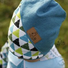 DIY free alarm for a stylish beanie with tutorial on DIY handmade label . - DIY free alarm for a stylish beanie with tutorial on DIY handmade labels made easy for everyone. Diy Bebe, Diy Crafts To Do, Stylish Hats, Orange Fabric, Embroidered Clothes, Bandeau, Sewing For Kids, Baby Hats, Diy Tutorial