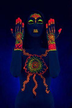 black light paint for burning man The Human Body, Neon Painting, Light Painting, Belly Painting, Painting Art, Burning Man Style, Uv Photography, Uv Makeup, Neon Licht