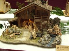 Nativity Stable, Christmas Crafts, Christmas Decorations, Hallway Wall Decor, Stables, Cribs, Seasons, House Styles, Painting