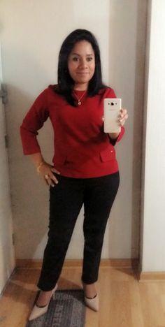 Chaqueya roja LUAO y pantalon negro PHILOSOPY.
