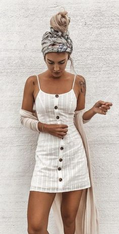 This is one of the linen trendy summer outfits! #summeroutfits #linendress #headwrap #summerfashion #summerstyle #linenfashion #buttonupdress