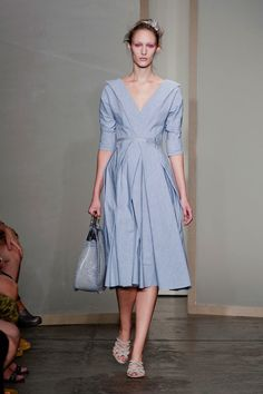 Donna Karan Spring Oh, I love this dress so! Stylish Dresses, Simple Dresses, Beautiful Dresses, Nice Dresses, Fashion Dresses, Donna Karan, Fashion Illustration Dresses, Work Fashion, Women's Fashion