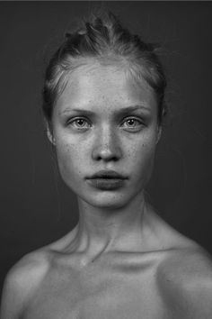 A look that conceals as much as it reveals fotografia portrait, face art, p Pretty People, Beautiful People, Photographie Portrait Inspiration, Poses References, Face Reference, Model Face, Face Expressions, Black And White Portraits, Interesting Faces
