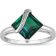 I never thought I would consider an emerald for an engagement ring, but this one is so unique and gorgeous! Gemstone rings FTW! <3