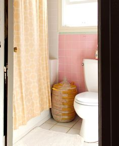 5 Ways to Survive a Small Bathroom