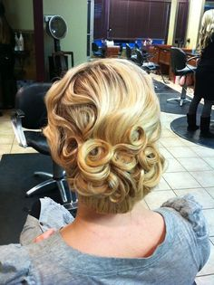 vintage updo -Totally love this...put it on the side