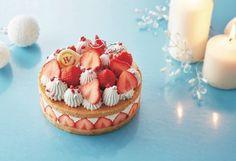 銀座三越のクリスマスケーキ - ホワイトチョコのツリーや盛り沢山の苺をデコレーション 写真1