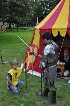Knights of Camelot Fun Party Games, Party Ideas, Amsterdam With Kids, Knight Party, Dragon Tales, Medieval Knight, Renaissance Fair, Cub Scouts, Middle Ages