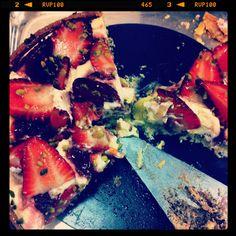 Strawberry and pistachio cheese cake