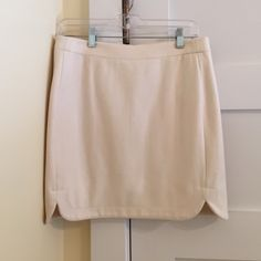 Skirt A great versatile skirt that can be worn for date nights or work. Super comfortable and great quality. In mint condition! Cream colored. True size. J. Crew Skirts Mini