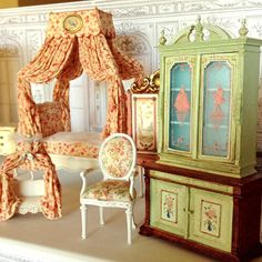 ✨Back to minis #maritzaminiatures #dollhouse #miniatures #frenchdaybed #handepainted #frenchdogbed ✨