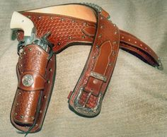 TOY Cowboy Gun Pistol  WILD WEST Play set BADGE BELT /& HOLSTER CASE OF 12 Sets