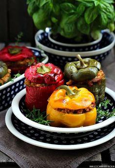 Papryka faszerowana z kaszą (wegetariańska) Real Simple Recipes, Plating Ideas, Molecular Gastronomy, Home Recipes, Creative Food, Food Design, Food Presentation, Quick Meals, Food For Thought