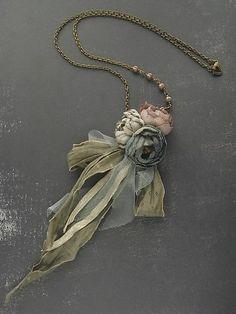tinto a mano collana rosa cenere Petite bouquet di kikosattic