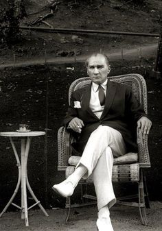 Mustafa Kemal Atatürk - the hero who saved the Turkish people from the ottoman empire. He is also founder of Republic of Turkey and was the first president. Persona, Turkish Army, Turkish People, Georgia, Thing 1, Great Leaders, Triumph Motorcycles, Ottoman Empire, World Leaders