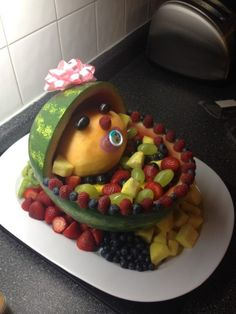 Good idea for baby shower. Do you have any idea for baby shower party decor ?You can use fruit to make anything you want to show, you can experience the joy of creation and you can also leave different memories for yourself. Baby Shower Fun, Shower Party, Baby Shower Cakes, Baby Shower Parties, Baby Boy Shower, Baby Shower Gifts, Baby Gifts, Baby Showers, Shower Time