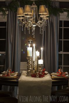 Creative Christmas table setting and centerpiece ideas. Tradition meets sparkle!