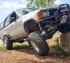 Yours truly @chefyota4x4  seeking out and finding my vehicular - parkour course  every day when I can find one! This is off Narbonne Avenue and Palos Verdes Drive North abandoned lot Los Angeles California.... . #22re #toyota #4runner #1stgen4runner #1stgensociety #4wd #lockers #longtravel #sas #dualcases #radesigns #triplesticks #suzyqthesilverback ... . Ole #suzyqthesilverback in an abandoned lot and stretching out and not even close to lifting a tire... She does pretty well even with the…