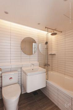 [FLIP360][23PY]분당 정자동 상록마을 우성아파트 리노베이션 20평대 인테리어 / 플립360 / : 네이버 블로그 Modern Contemporary Bathrooms, Modern Bathroom, Small House Design, Bathroom Design Small, Apartment Interior, Dream Apartment, Toilet Design, Minimalist Room, Just Dream