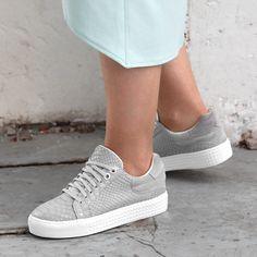 https://www.sooco.nl/poelman-r13014-grijze-lage-sneakers-26173.html
