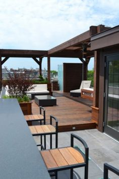 A Modern Chicago Roof Deck Rooftop Design, Terrace Design, Outdoor Spaces, Outdoor Living, Pergola, Backyard Renovations, Rooftop Patio, Roofing Systems, Condo Living