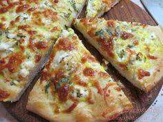 Πίτσα με γεύση τυρόπιτας! Υλικά: 4 φλιτζάνια αλεύρι για όλες τις χρίσεις 1 φακελάκι ξερή μαγιά 1 φλιτζάνι γάλα ½ φλιτ...