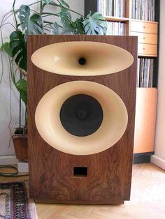 """Wave-guide-supported vintage 15"""" Altec 515 Hollywood bass driver with bakelite spider in birch plywood and walnut veneer cabinet, with TAD 4001 horn loaded mid-/treble section. At The Audio Eagle - David LS-Designs."""